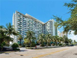 1200 West Ave #Ph-01. Miami Beach, Florida - Hometaurus