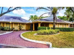 4441 Treehouse Ln #B. Tamarac, Florida - Hometaurus