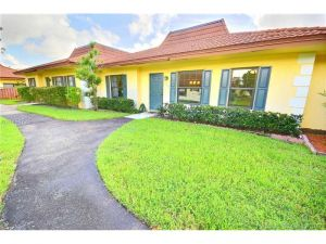 2363 SW 70th Ter #29. Davie, Florida - Hometaurus