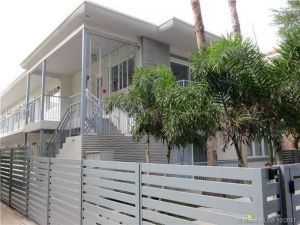 740 Meridian Ave #27. Miami Beach, Florida - Hometaurus