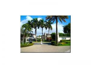 5541 SW 70th Pl #5541. Miami, Florida - Hometaurus