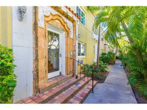 844 Jefferson Ave #2. Miami Beach, Florida - Hometaurus