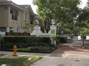 6884 SW 89th Ter #6884. Pinecrest, Florida - Hometaurus