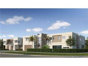 12351 SW 82 Ave #D. Pinecrest, Florida - Hometaurus