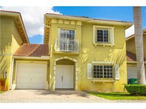 14601 SW 29th Ter #14601. Miami, Florida - Hometaurus