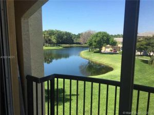500 N Crestwood Ct N #519. Royal Palm Beach, Florida - Hometaurus