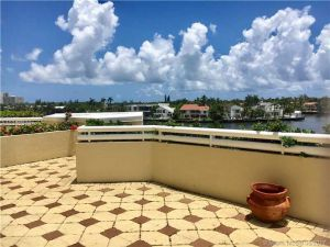 20191 E Country Club Dr #407. Aventura, Florida - Hometaurus