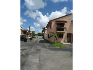2565 W 52nd Pl #601. Hialeah, Florida - Hometaurus