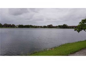 211 Lake Pointe Dr #201. Oakland Park, Florida - Hometaurus