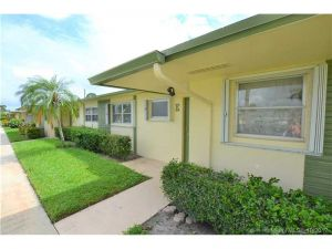 2941 W Crosley Dr #E. West Palm Beach, Florida - Hometaurus