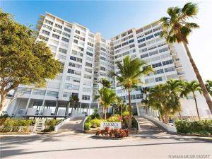 11930 N Bayshore Dr #1110. North Miami, Florida - Hometaurus