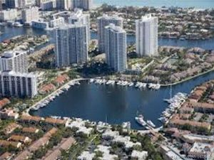21205 Yacht Club Dr #1808. Aventura, Florida - Hometaurus