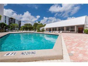 20400 W Country Club Dr #315. Aventura, Florida - Hometaurus