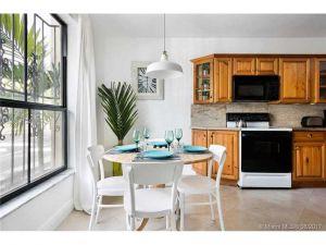 3552 NE 167th St #12. North Miami Beach, Florida - Hometaurus