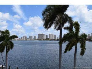 16558 NE 26th Avenue #4d. North Miami Beach, Florida - Hometaurus
