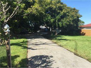 4133 SW 52nd St. Fort Lauderdale, Florida - Hometaurus