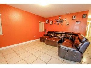 2079 NW 91st St. Miami, Florida - Hometaurus