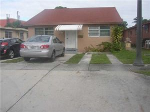 29 E 16th St. Hialeah, Florida - Hometaurus