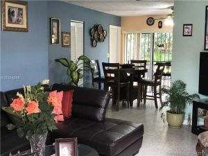 721 SE 8th St. Hialeah, Florida - Hometaurus
