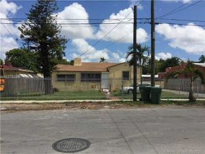 2227 NW 34th St. Miami, Florida - Hometaurus
