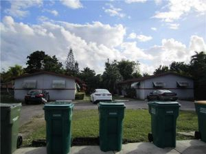 976 NW 13 St. Homestead, Florida - Hometaurus