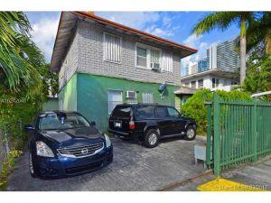 239 NE 26th Ter. Miami, Florida - Hometaurus