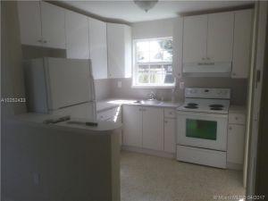 2030 NW 27th St. Miami, Florida - Hometaurus