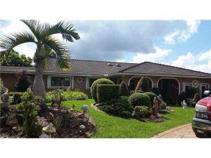 550 SW 123. Miami, Florida - Hometaurus
