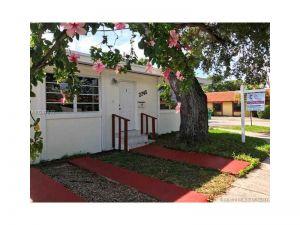 2745 SW 34th Ave #2. Miami, Florida - Hometaurus