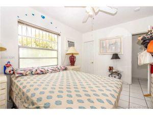 1135 NW 33rd Ave. Miami, Florida - Hometaurus