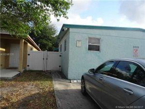 2220 Charleston St. Hollywood, Florida - Hometaurus