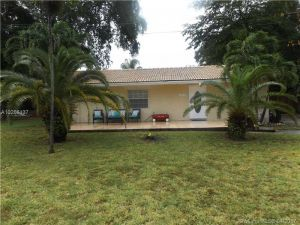 1244 NE 119th St. Biscayne Park, Florida - Hometaurus