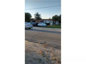 551 NE 150 St. Miami, Florida - Hometaurus