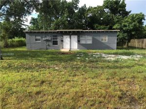 11850 SW 213 St. Miami, Florida - Hometaurus