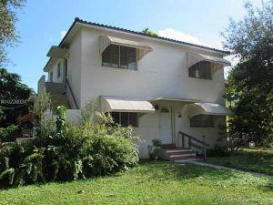 11701 NE 11th Place. Biscayne Park, Florida - Hometaurus