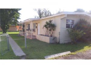 12029 SW 215th St. Miami, Florida - Hometaurus
