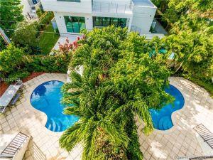 290 Fernwood Rd. Key Biscayne, Florida - Hometaurus