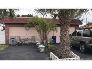 2810 NW 5th St. Pompano Beach, Florida - Hometaurus