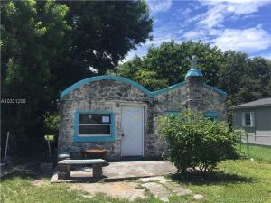 2352 NW 64th St. Miami, Florida - Hometaurus