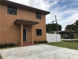 2496 W 5th Way. Hialeah, Florida - Hometaurus