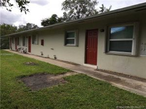 1851 SW 25th St. Fort Lauderdale, Florida - Hometaurus
