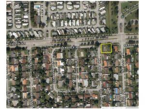 19821 NW 48 Av. Miami, Florida - Hometaurus