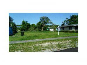 428 NW 17 Av. Fort Lauderdale, Florida - Hometaurus