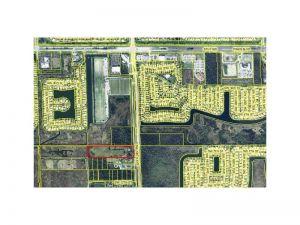900 SW 196 Av. Pembroke Pines, Florida - Hometaurus