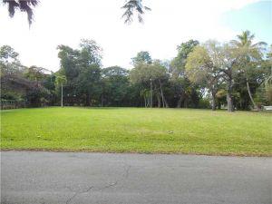 6900 SW 112 St. Pinecrest, Florida - Hometaurus