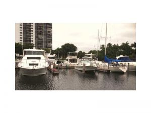 3373 N Country Club Dr, 21 #21. Aventura, Florida - Hometaurus