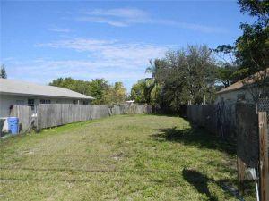 1085 NE 36th St. Oakland Park, Florida - Hometaurus