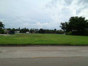 1051 S Southlake Dr. Hollywood, Florida - Hometaurus