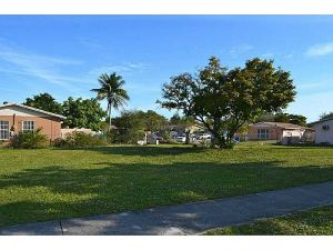 2883 NW 191 Te. Miami Gardens, Florida - Hometaurus