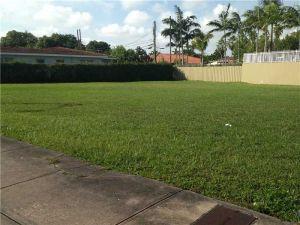 142 SW 37 Av. Coral Gables, Florida - Hometaurus